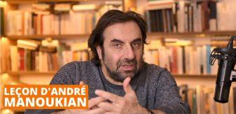 Leçon d'André manoukian dans une bibliothèque